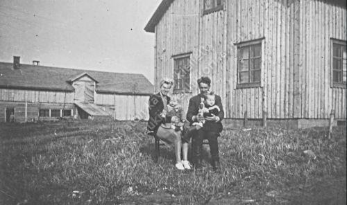Lempi ja Hannes Tiittanen perheineen 1950
